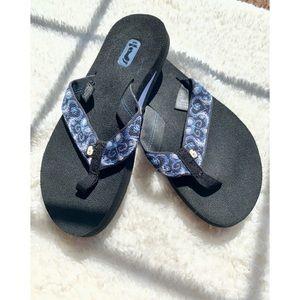 ✌🏻TEVA Flip Flops Blue & Black Earth Friendly